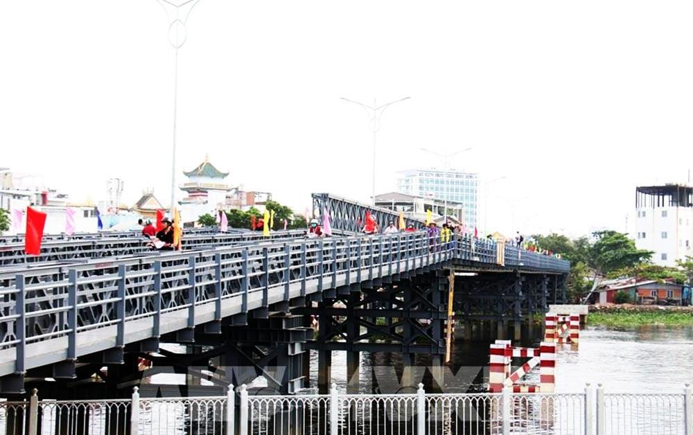 Cầu sắt An Phú Đông